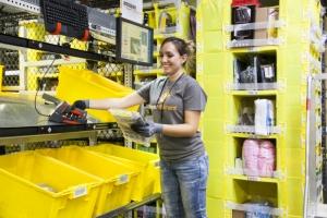 """""""Amazon"""" cumpără lanţul de magazine alimentare """"Whole Foods"""" pentru 13,7 miliarde de dolari"""